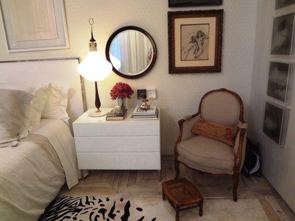 Itens como cômodas, penteadeiras, cadeiras e poltronas ajudam a complementar o quarto (Foto Ilustrativa)
