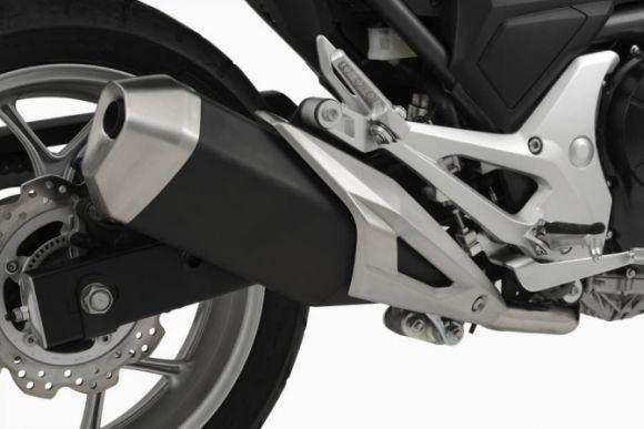 O sistema de escape da moto também passou por alterações (Foto: Divulgação Honda)
