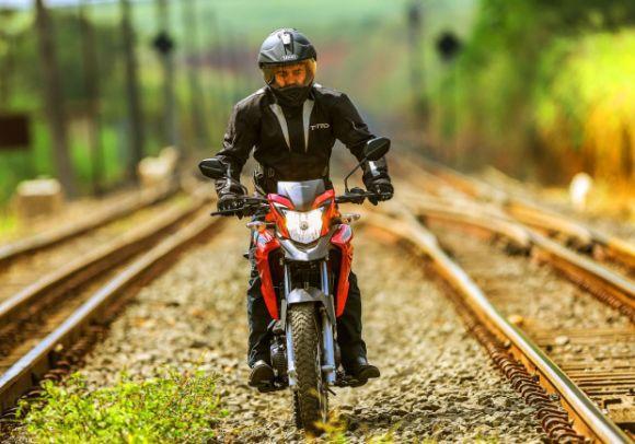 A nova trail da Honda encara qualquer terreno (Foto: Divulgação Honda)