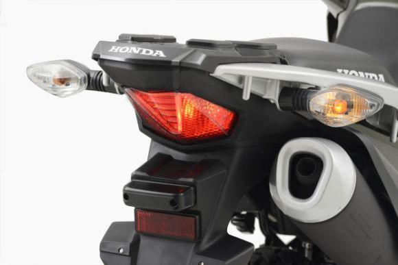 A traseira lembra um pouco a XRE 300 (Foto: Divulgação Honda)