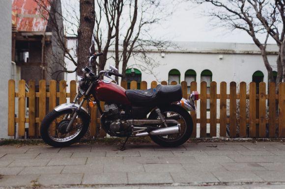 Com o novo serviço, os proprietários de motos podem se sentir mais seguros ao deixar o veículo estacionado (Foto Ilustrativa)