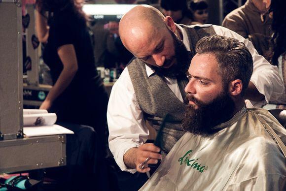 Cuidar da barba com frequência também é fundamental para que os fios cresçam saudáveis (Foto Ilustrativa)