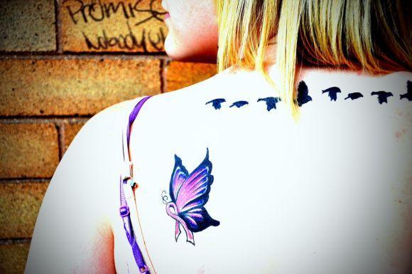 As tatuagens de borboletas e pássaros também são adoradas pelas mulheres (Foto Ilustrativa)
