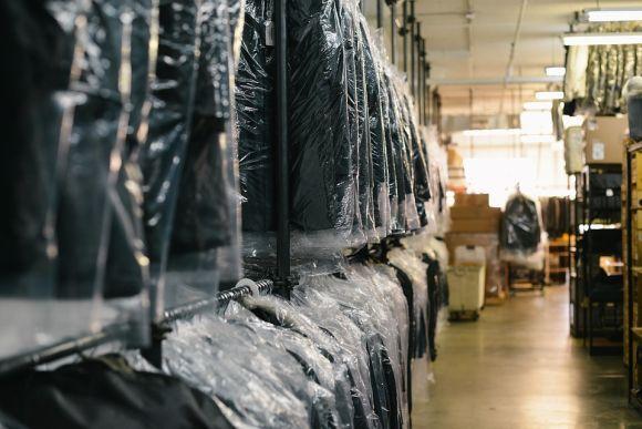 Inúmeras lojas na capital paulista comercializam os ternos para homens (Foto Ilustrativa)