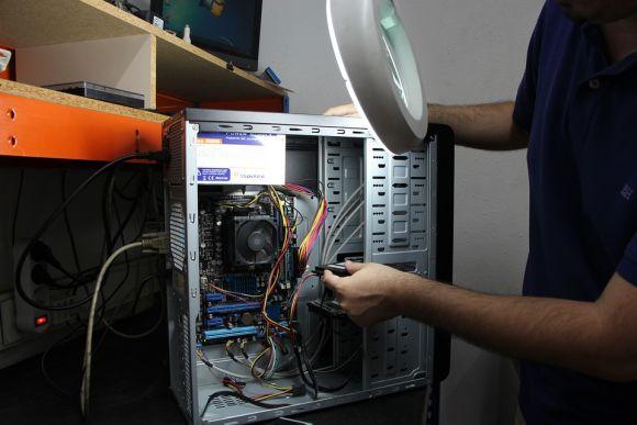 A instituição também oferece o curso de Montagem e Manutenção de PC, entre as opções pagas (Foto Ilustrativa)