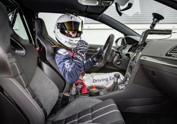 A esportividade toma conta do interior da nova versão do Golf GTI Clubsport (Foto: Divulgação VW)