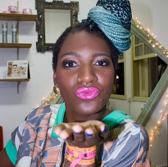 Maquiagem para pele negra para happy hour. (Foto: Reprodução/Revista Quem)
