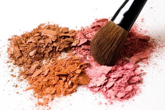 O blush deixa o rosto com um aspecto muito mais saudável. (Foto Ilustrativa)