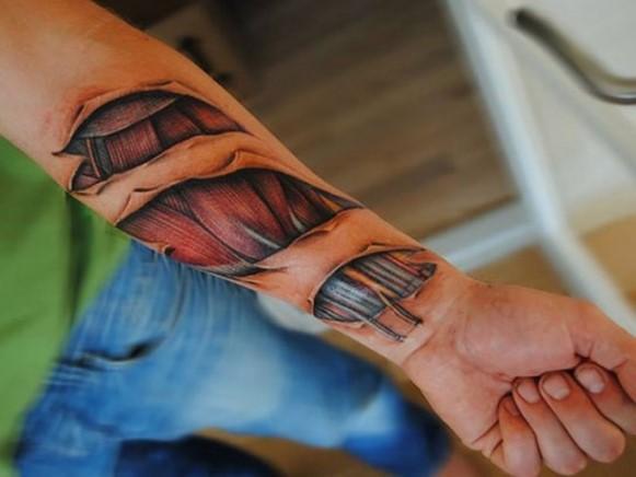 Tatuagem masculina 3D. (Foto: Reprodução/ tattoo-journal)