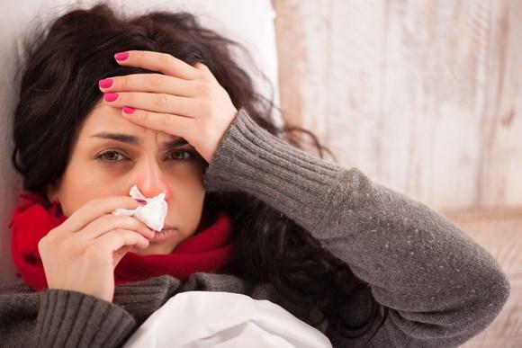 Espirro e coriza são sintomas típicos. (Foto Ilustrativa)