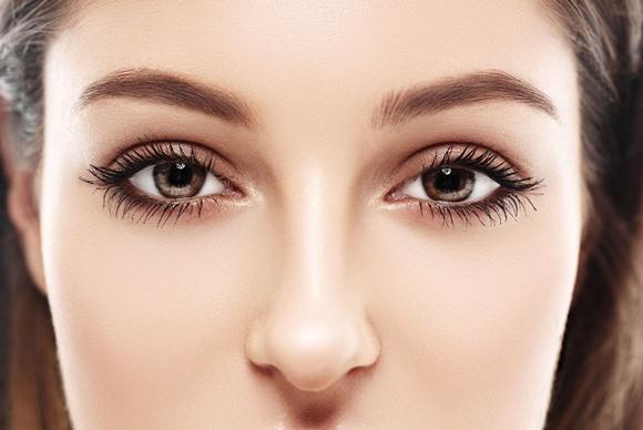 Usar sobrancelhas grossas é uma tendência de beleza. (Foto Ilustrativa)