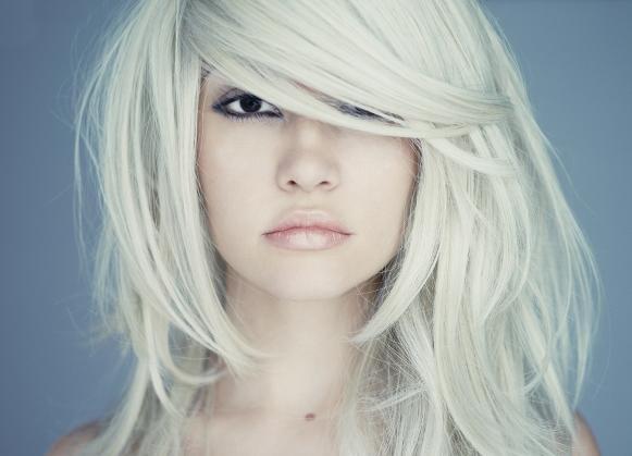 A coloração Ice Blond é a nova tendência do momento. (Foto Ilustrativa)