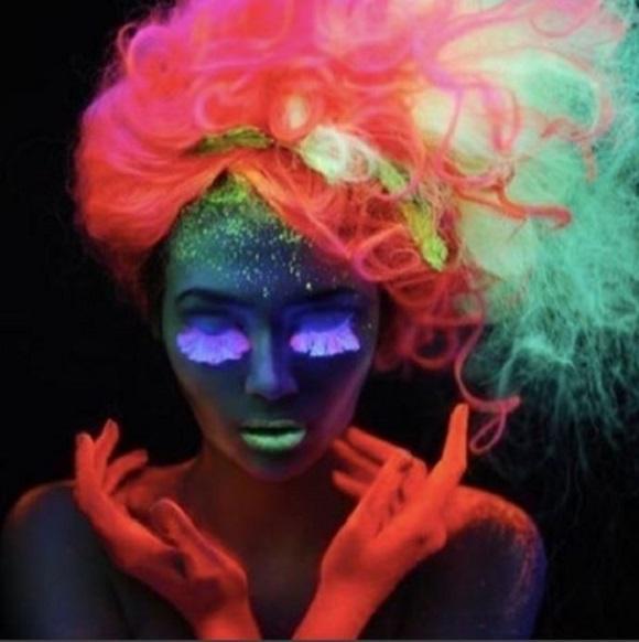Cabelos que brilham no escuro tendências, fotos 3