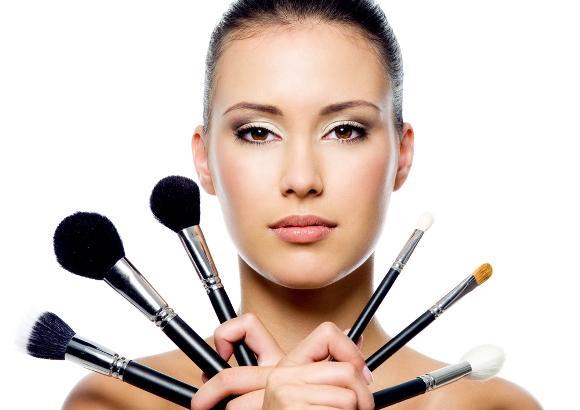 Cometeu algum erro na maquiagem? Não se desespere. (Foto: Divulgação)