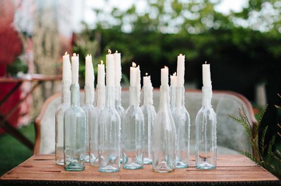 Velas em candelabros e castiçais. (Foto: Reprodução/Hercampus)