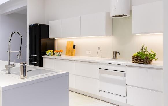 Cozinha planejada minimalista. (Foto Ilustrativa)