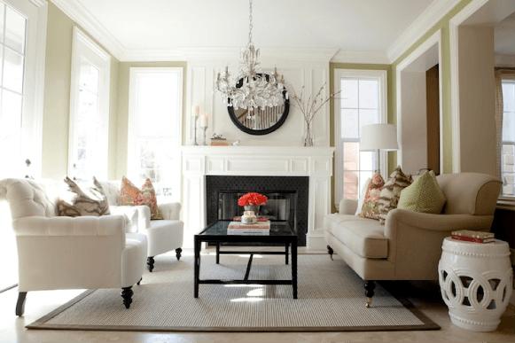 Sala de estar com lustre na decoração. (Foto: Reprodução/bestlivingroomdesigns)
