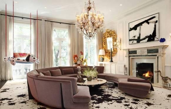 Lustre clássico na decoração da sala. (Foto: Reprodução/minimaxlighting)