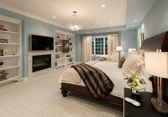 Lustre mais simples decora o quarto. (Foto: Reprodução/ nudsgn)