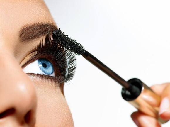 607a77869 Destaque seu olhar sem maquiagem com alongamento de cílios