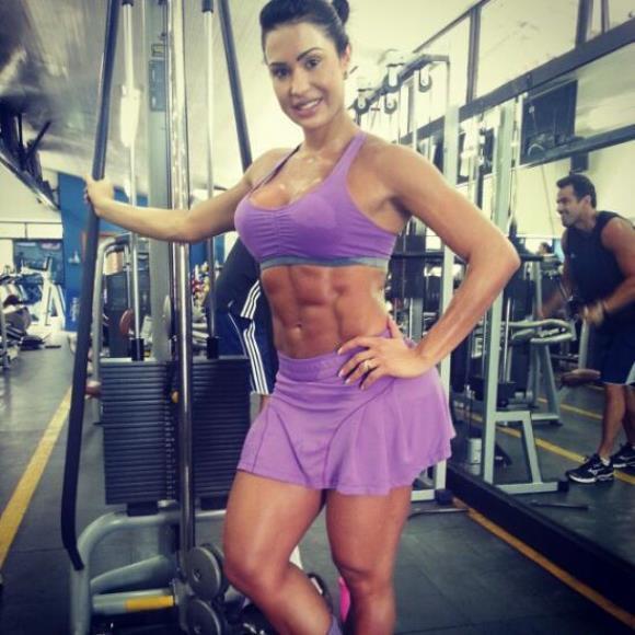 Famosas que mudaram seus corpos com malhação, dietas e exercícios