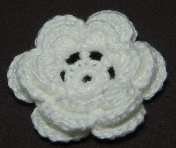 Flor de crochê simples. (Foto: Reprodução/Edivanacroche)