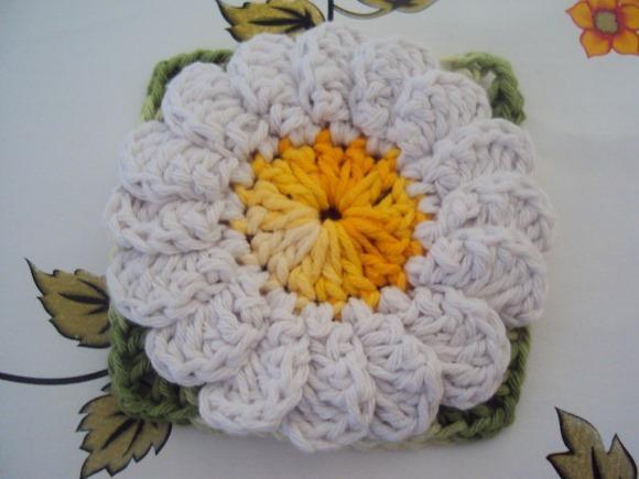 Flor de crochê margarida. (Foto: Reprodução/Natalynecroche)