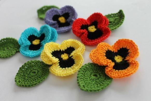 Flor de crochê amor perfeito. (Foto: Reprodução/Pinterest)