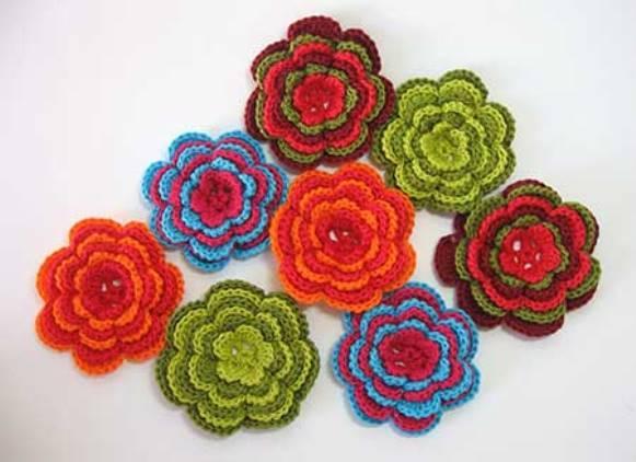 Flor de crochê colorida. (Foto: Reprodução/ Iloveflores)