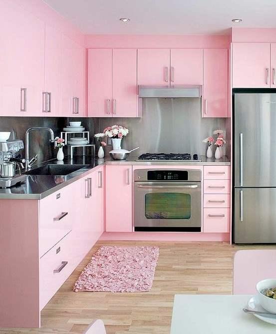 Cozinhas de cores clarinhas podem combinar com cozinhas pequenas e planejadas (Foto: Divulgação)