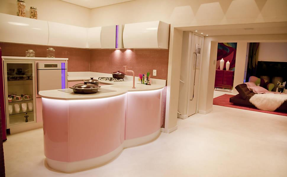Cozinha planejada com cor clarinha pode te ajudar a ter diferenciais e delicadeza na sua casa (Foto: Divulgação)