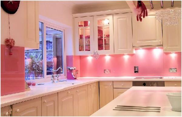 Cozinha planejada rosada (Foto: Divulgação)