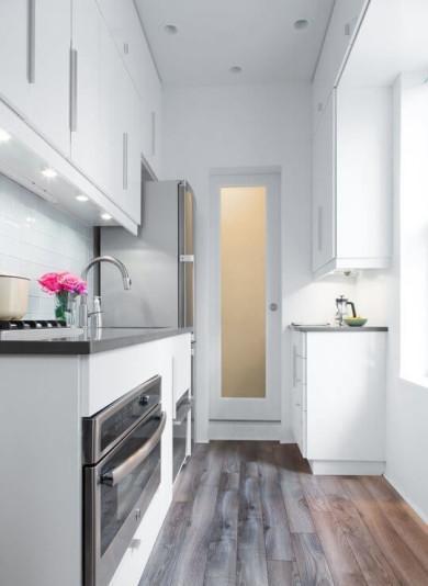 Cozinha planejada branca e pequena (Foto: Divulgação)