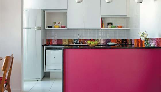 Coloque um colorido especial na sua cozinha planejada pequena (Foto: Divulgação)