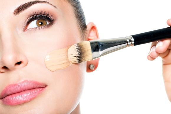 A hidratação impede que a maquiagem fique craquelada. (Foto Ilustrativa)