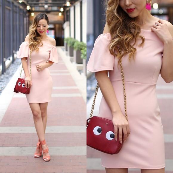 Vestido de babado liso e rosa. (Foto: Reprodução/Lookbook.nu)