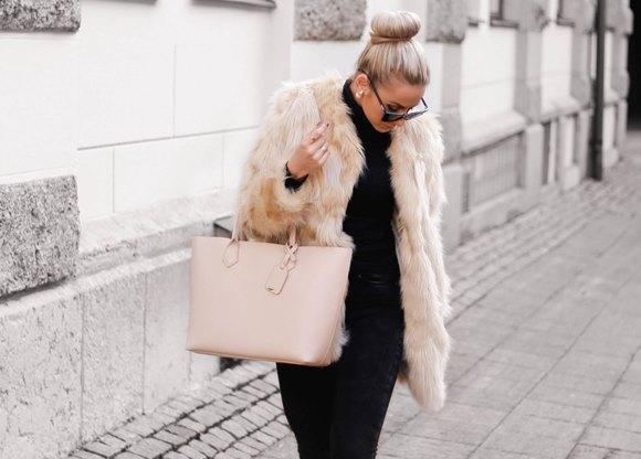 Casaco de pelúcia. Trench coat feminino (Foto: Reprodução/Lookbook.nu)
