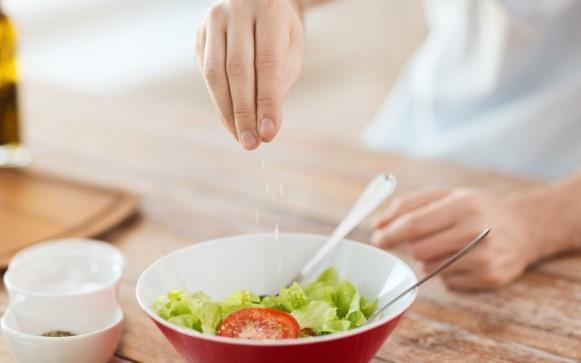 Exagerar no sal aumenta as chances de doenças renais. (Foto Ilustrativa)