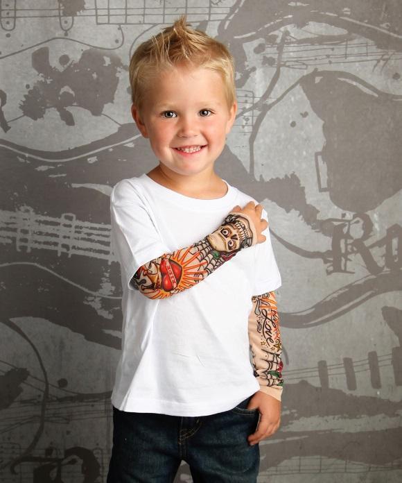 Roupa com desenho de tatuagem para criança. (Foto: Reprodução/TotTude)