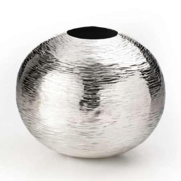 Vaso de alumínio. (Foto: Foto/Mobly)