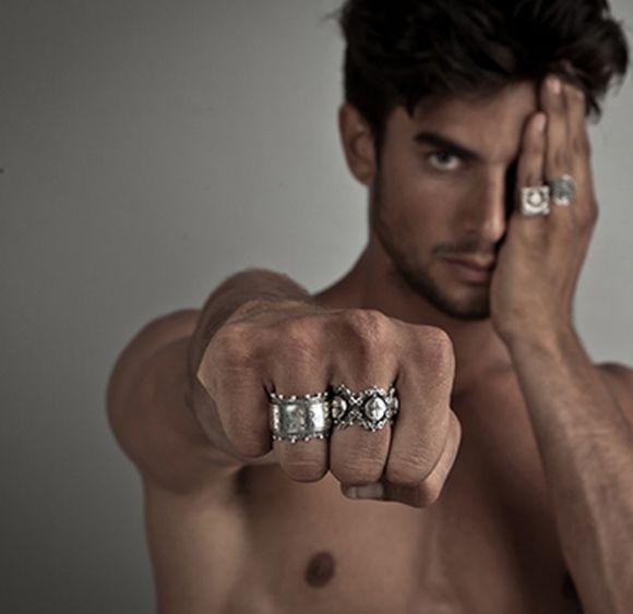 São várias as opções de anéis masculinos (Foto Ilustrativa)