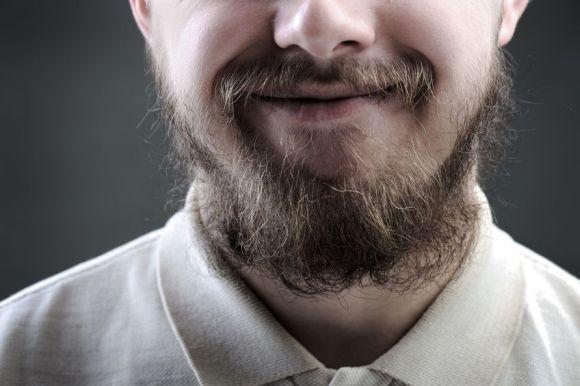 Os fios grandes da barba requerem manutenção constante (Foto Ilustrativa)