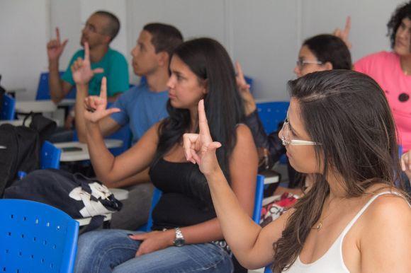 Curso Técnico em LIBRAS (Foto Ilustrativa)