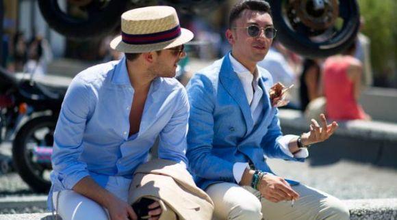 A cor azul e os chapéus também estão entre as tendências verão 2017 (Foto Ilustrativa)