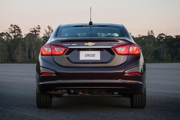 O sedã da Chevrolet ganhou design mais esportivo (Foto: Divulgação GM)