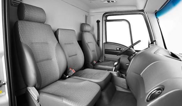 Alguns dos modelos têm opção de cabine simples ou leito (Foto: Divulgação Ford)