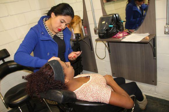 Cursos de Maquiagem e Sobrancelha estão entre os mais procurados (Foto Ilustrativa)