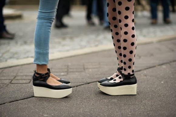 As sandálias flatform prometem ser a sensação do verão 2017 (Foto Ilustrativa)