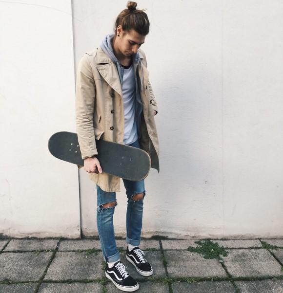 Calça jeans masculina rasgada. (Foto: Reprodução/Lookbook.nu)