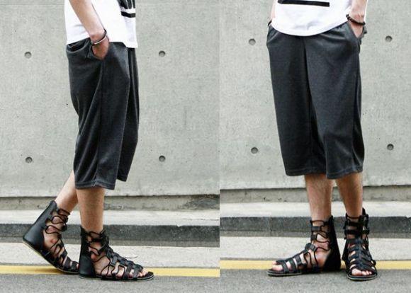 Diferentes modelos de sandálias masculinas estão sendo lançados (Foto Ilustrativa)